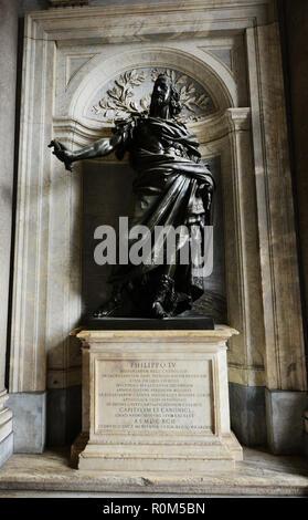 Philippo IV statue before entrance to Santa Maria Maggiore Basilica - Stock Photo