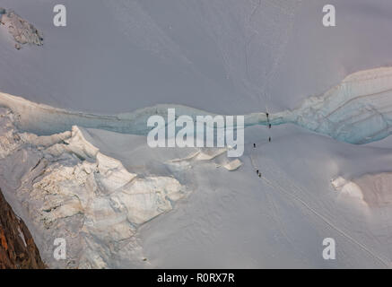 Pointe Lachenal, Chamonix, south-east France, Auvergne-Rhône-Alpes. Climbers heading for Mont Blanc - scaling Pointe Lachenal's glacier crevasse via l - Stock Photo