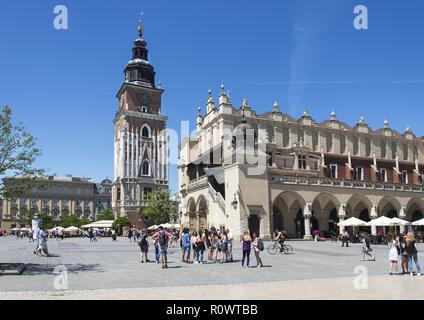 Krakau, Hauptmarkt mit Tuchhallen und Rathausturm, Polen - Stock Photo