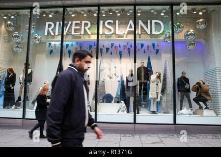 Oxford Street, London, UK 9 Nov 2018 - A quiet Oxford Street with 45 days to Christmas. Shoppers walk past River Island store on Oxford Street.  The retail sector faces difficulties as consumers cut down on spending and do more of their shopping online.  A report by accountancy firm PWC has says that over 1,000 stores disappeared from Britain's top 500 high streets in the first six months of the year.  Credit: Dinendra Haria/Alamy Live News - Stock Photo
