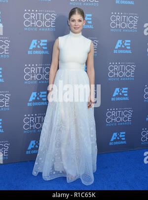 Rosamund Pike 122 at the 2015 Critics' Choice Movie Awards at the The Palladium theatre in Los Angeles. January 15, 2015Rosamund Pike 122  Event in Hollywood Life - California, Red Carpet Event, USA, Film Industry, Celebrities, Photography, Bestof, Arts Culture and Entertainment, Topix Celebrities fashion, Best of, Hollywood Life, Event in Hollywood Life - California, Red Carpet and backstage, movie celebrities, TV celebrities, Music celebrities, Topix, Bestof, Arts Culture and Entertainment, vertical, one person, Photography,   Fashion, full length, 2014 inquiry tsuni@Gamma-USA.com , Credit T - Stock Photo
