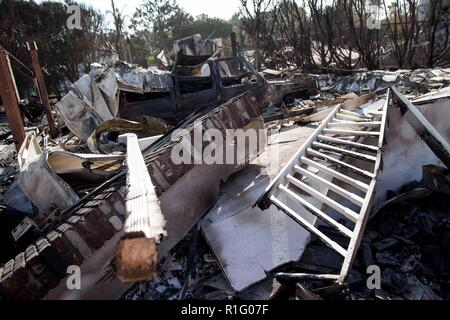 Malibu, California, USA. 12th Nov, 2018. A house lies in rubble after a fire swept through the area. Credit: Chris Rusanowsky/ZUMA Wire/Alamy Live News - Stock Photo