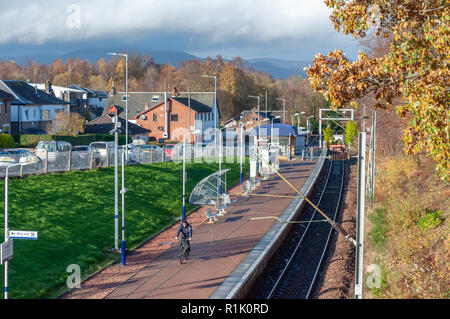 Balloch, Scotland, UK. 13th November, 2018. UK Weather.  Balloch Train Station in the town of Balloch on the southern shores of Loch Lomond during sunshine and showers on a cold afternoon. Credit: Skully/Alamy Live News - Stock Photo