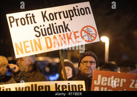 Schmalkalden, Germany. 15th Nov, 2018. At the demonstration of the association 'Thüringer gegen Südlink' in the run-up to the citizens' dialogue with Federal Economics Minister Altmaier, a man wears a poster against the Südlink power line. Altmaier wants to inform himself about the problems and obstacles in the expansion of new power lines in Thuringia and Bavaria and talk about the grid expansion projects in the region. Credit: Arifoto Ug/Michael Reichel/dpa/Alamy Live News - Stock Photo