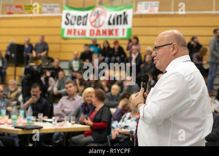 Schmalkalden, Germany. 15th Nov, 2018. Peter Altmaier (CDU), Federal Minister of Economics and Energy, speaks at the citizens' dialogue on grid expansion. Altmaier wants to inform himself about the problems and obstacles in the expansion of new power lines in Thuringia and Bavaria and talk about the grid expansion projects in the region, especially Südlink. Credit: Arifoto Ug/Michael Reichel/dpa/Alamy Live News - Stock Photo