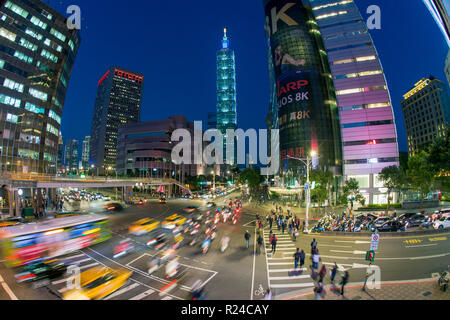 Traffic in front of Taipei 101 at a busy downtown intersection in the Xinyi district, Taipei, Taiwan, Asia - Stock Photo