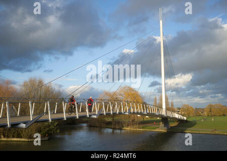 Christchurch pedestrian and cycle bridge over the River Thames, Christchurch Meadows, Reading, Berkshire - Stock Photo