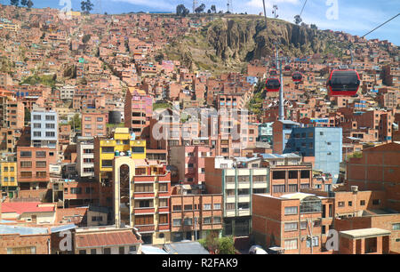 Stunning view of the cityscape with Mi Teleferico, La Paz's cable car network, La Paz, Bolivia, 27th April 2018 - Stock Photo