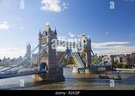 England, London, Southwark, Tower Bridge, - Stock Photo