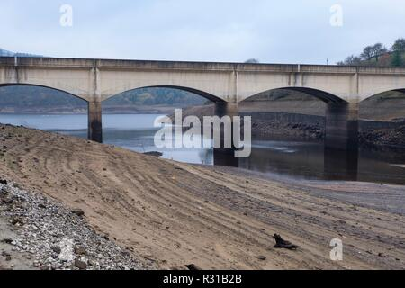 Ladybower Reservoir, Derbyshire, UK. 21st November, 2018. Recent dry weather conditions have caused low levels of water in Ladybower reservoir in Derbyshire. Although the reservoir levels have recovered in previous days, the water levels are still low for the time of year. Credit: Christopher Middleton/Alamy Live News - Stock Photo