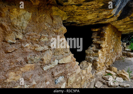 USA, Arizona. Ancient cliff dwellings at Walnut Canyon National Monument. - Stock Photo