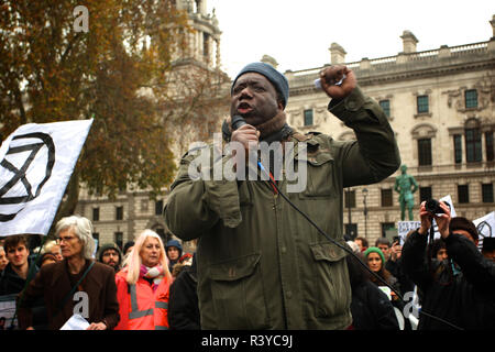 London, UK. 24th November 2018. Extinction Rebellion Campaigners march through London Credit: Rupert Rivett/Alamy Live News - Stock Photo