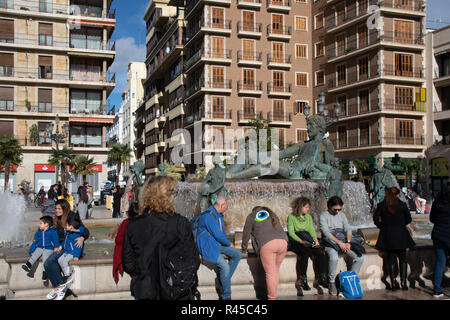 Valencia, Spain. 25 November 2018. Tourists enjoy late autumn sunchine in Spanish city of Valencia . The central historical area is always busy near the Cathedral which was built on the site of a mosque in the 13th century Credit: WansfordPhoto/Alamy Live News - Stock Photo
