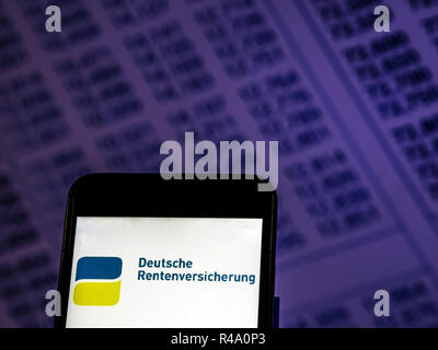 Kiev, Ukraine. 26th Nov, 2018. Deutsche Rentenversicherung logo seen displayed on smart phone. Credit: Igor Golovniov/SOPA Images/ZUMA Wire/Alamy Live News - Stock Photo