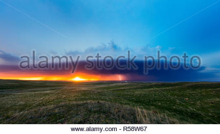 A huge shelf cloud moves towards the little town of Julesburg, Sedgwick County Colorado, USA on May 17th 2018 - Stock Photo