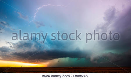 As sunset nears a beautiful supercell moves across the plains near Cleo Springs, Major County, Oklahoma, USA on May 29th 2018 - Stock Photo