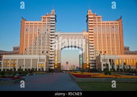 Kazakhstan, Astana, Nurzhol Bulvar - KazMunaiGas building home to the Oil and Gas Ministry - Stock Photo