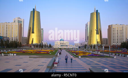 Kazakhstan, Astana, The Ak Orda Presidential Palace of President Nursultan Nazarbayev and the twin golden conical business centres the southern one contains the headquarters of Samruk-Kazyna Kazakhstan's sovereign wealth fund - Stock Photo
