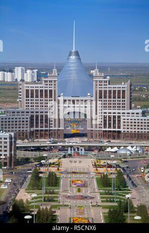 Kazakhstan, Astana, View of city looking along Nurzhol Bulvar - central boulevard towards KazMunaiGas building and Khan Shatyr Entertainment center - Stock Photo
