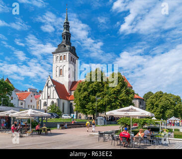 Cafe in the historic Old Town (Vanalinn) in front of St Ncholas' Church, housing the Niguliste Museum, Tallinn, Estonia - Stock Photo