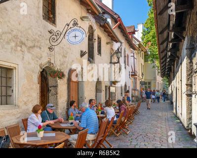 Cafe / Bar on St. Catherine's Passage (Katariina Käik) near St. Catherine's Church in the historic Old Town (Vanalinn), Tallinn, Estonia - Stock Photo