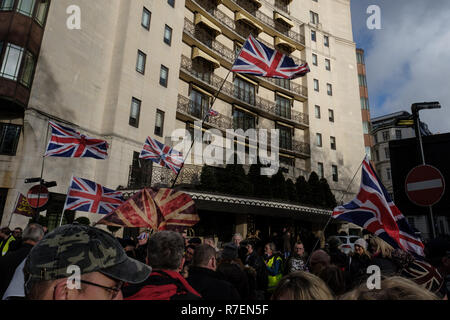 London, UK. 9th Dec 2018. Thousands march from the Dorchester Hotel to Whitehall in central London to demand that there is no betrayal over Britains edit from the European Union, on Sunday the 9th December 2018. Credit: Lewis Inman/Alamy Live News - Stock Photo
