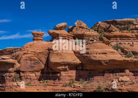 Hikers exploring Moon House Ruin on Cedar Mesa, once part of Bears Ears National Monument, Utah, USA [No model releases; available for editorial licen - Stock Photo