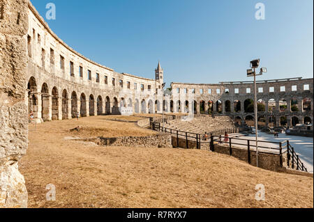 Pula, Istria, Croatia. The Pula Arena, a Roman amphitheatre built between 27BC - 68AD. One of the six largest surviving arenas. - Stock Photo
