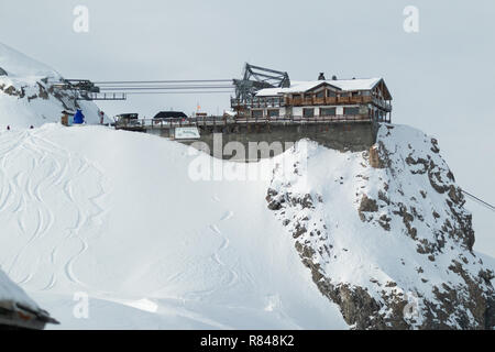 Courchevel Ski Resort Les 3 Vallees Rhone Alpes Savoie France La Saulire Cablecar to the top at 2800 mt. 3 Valleys French Alps winter resorts - Stock Photo