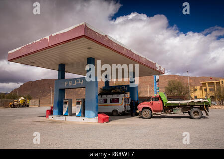 Morocco, Ziz River Gorge, Guers Tiallaline, village petrom petrol station in middle of desert - Stock Photo