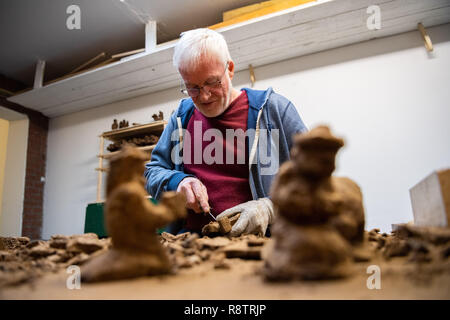 Saterland, Germany. 22nd Nov, 2018. Karl-Heinz Brinkmann carves Christmas figures from peat in his home workshop. The 64 year old Saterland artist works with many materials. But the dried white peat is special: it is 2000 years old. Credit: Mohssen Assanimoghaddam/dpa/Alamy Live News - Stock Photo