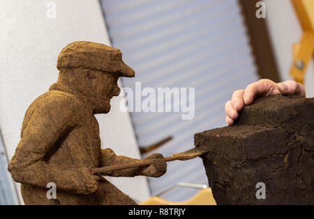 Saterland, Germany. 22nd Nov, 2018. A figure carved from peat by Karl-Heinz Brinkmann, the 64-year-old Saterland artist works with many materials. But the dried white peat is special: it is 2000 years old. Credit: Mohssen Assanimoghaddam/dpa/Alamy Live News - Stock Photo