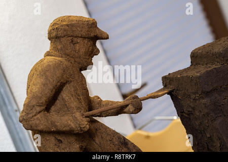 Saterland, Germany. 22nd Nov, 2018. A figure carved from peat by Karl-Heinz Brinkmann. The 64 year old Saterland artist works with many materials. But the dried white peat is special: it is 2000 years old. Credit: Mohssen Assanimoghaddam/dpa/Alamy Live News - Stock Photo