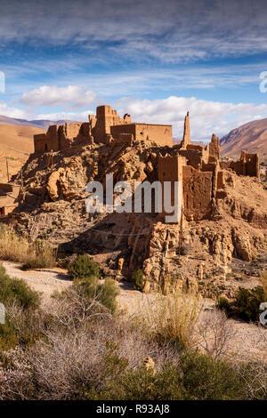 Mc577Morocco, Dades Gorge, Ait Ouglif village old mud Kasbahs near Tamellalt in High Atlas - Stock Photo