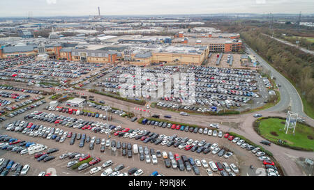 The full car parks in Lakeside Shopping Centre in Thurrock, Essex,on Boxing day morning with shoppers hoping for a sales bargin. - Stock Photo