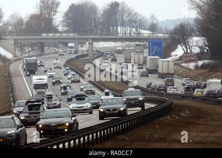 10.02.2018, Bayern, Holzkirchen, Deutschland, hohes Verkehrsaufkommen auf der A8 in Richtung Sueden. 00S180210D084CARO.JPG [MODEL RELEASE: NOT APPLICA - Stock Photo