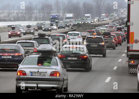 10.02.2018, Bayern, Holzkirchen, Deutschland, hohes Verkehrsaufkommen auf der A8. 00S180210D103CARO.JPG [MODEL RELEASE: NOT APPLICABLE, PROPERTY RELEA - Stock Photo