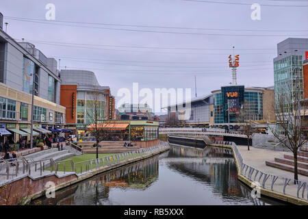 Outside view of The Oracle shopping centre in Reading with shops, cafes, restaurants and a cinema either side of the River Kennet which passes through - Stock Photo