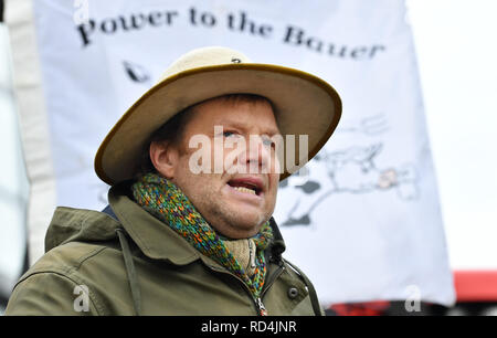 Erfurt, Germany. 17th Jan, 2019. Michael Grolm, chairman of the Arbeitsgemeinschaft bäuerliche Landwirtschaft Mitteldeutschland (AbL), speaks at the protest of Thuringian farmers against the sale of land to investors before the Thuringian parliament. The farmers also took part in a demonstration on 19 January in Berlin. Credit: Martin Schutt/dpa-Zentralbild/dpa/Alamy Live News - Stock Photo