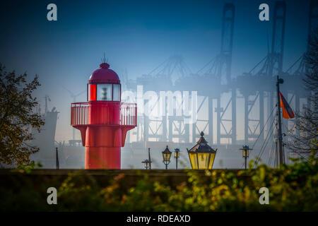 Deutschland, Hamburg, Elbe, Hafen, Övelgönne, Museumshafen, Leuchtturm, Pagensand - Stock Photo