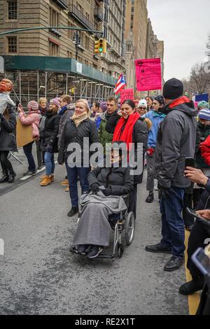 New York, USA. 19th Jan 2019. Yoko Ono participating in the 2019 Womens March in New York City. Credit: Ramon Arizmendi/Alamy Live News - Stock Photo