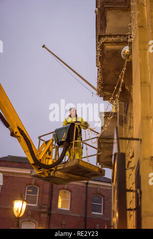 Kidderminster, UK. 19th January, 2019. As a specialist company work its way around many UK town centres professionally removing Christmas lights and all things festive, it is Kidderminster's turn this afternoon. With Christmas memories fading fast, huge credit card bills arriving and many of our new year's resolutions failing, the nation prepares for the arrival of Blue Monday, the most depressing day of the year. Credit: Lee Hudson/Alamy Live News - Stock Photo