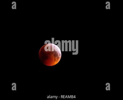 Tulloch, Enochdhu, Scotland, UK. 21st January, 2019. Blood Wolf Moon on 21st January 2019, clear skies gave an amazing Lunar Eclipse here at Tulloch, Enochdhu, Scotland. Credit: Karen Appleyard/Alamy Live News - Stock Photo