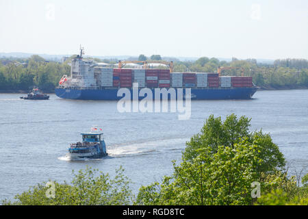 Container ship with elbe, Övelgönne,, Hamburg, Germany, Europe I Containerschiff mit elbe, Övelgönne, ,Hamburg, Deutschland, Europa I - Stock Photo
