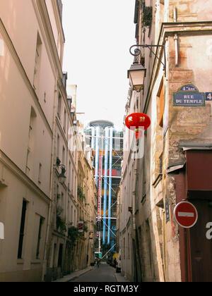 Glimpse of the Pompidou Centre down Rue Simon le Franc from Rue du Temple, 4e arrondissement, Paris, France - Stock Photo