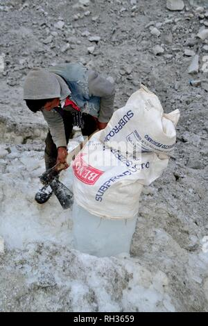 Extraction of ice in the glacier cirque of Huandoy peak - National park HUASCARAN. Department of Ancash.PERU                                           - Stock Photo