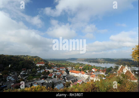 Square Market with Baroque Gdanska townhouse built in 1795 in historic centre of Kazimierz Dolny, Poland. October 8th 2008 © Wojciech Strozyk / Alamy  - Stock Photo