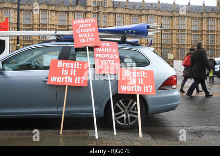 London, UK. 6th Feb, 2019. Pro Europe protesters continue their campaigning outside Parliament as Prime Minister Theresa May holds talks in Belfast with the DUP Democratic Union Party over the backstop before going to Brussels Credit: amer ghazzal/Alamy Live News - Stock Photo
