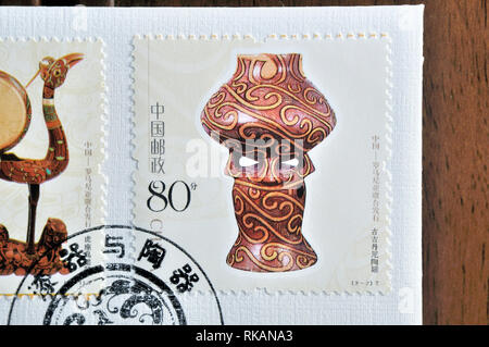 CHINA - CIRCA 2004: A stamp printed in China shows 2004-22 Lacquerware and Pottery(Jointly Issued by China Romania) , circa 2004 - Stock Photo