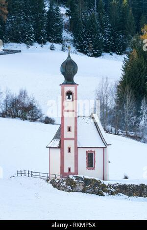 St Johann Church, Santa Maddalena village, Val di Funes, Bolzano province, Dolomites, Unesco World Heritage Site, Italy, Europe. - Stock Photo